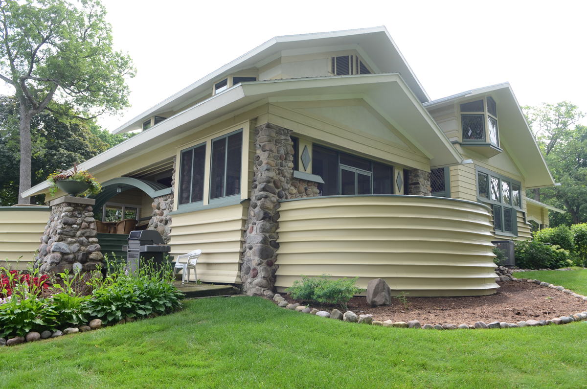 Penwern wright s porch design is built wright in racine for Side porch designs