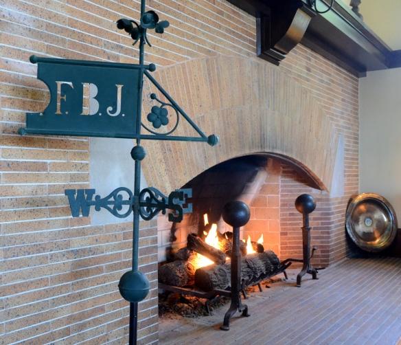 LR Fireplace 016.jpg